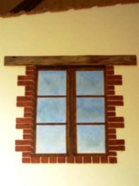 Une fausse fenêtre pour faire le pendant de la vraie sur un grand panneau.