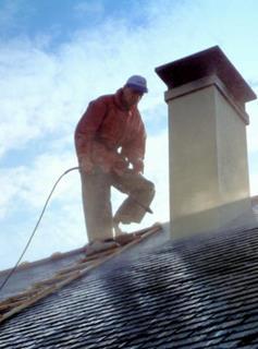 Etape 1 : Nettoyage au nettoyeur haute pression de la cheminée.