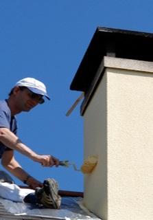 Etape 4 : Application de la peinture sur la cheminée.