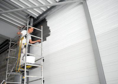 mise en peinture du bardage intérieur à la future Biocoop de Chemillé en Anjou